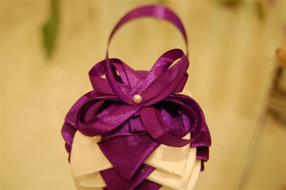 Christmas baubles made of satin ribbon